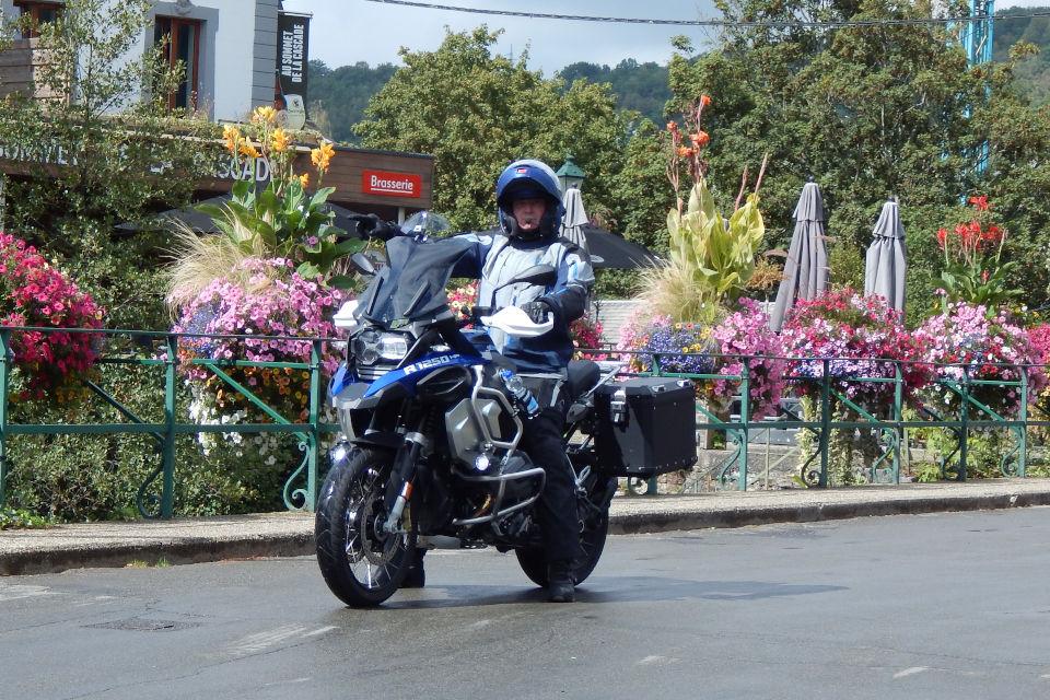 Motorrijbewijspoint Den Haag examengarantie AVB en AVD